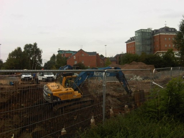 Excavator at work, duns lane, leicester
